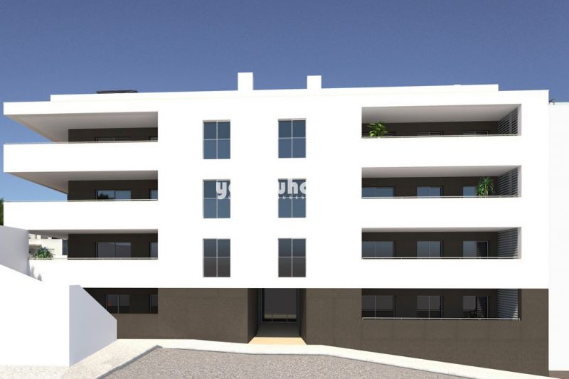Newly built 3 bed apartments with large balconies near centre of Lagos